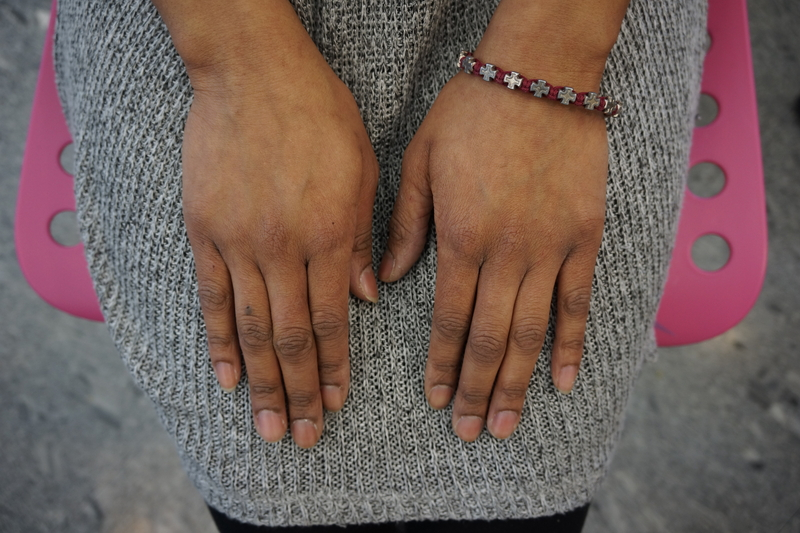 Large_fit_porsha-hands-small