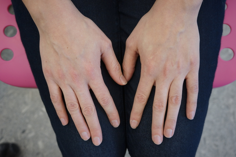 Large_fit_julia-hands-small